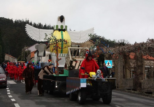 """""""Circo de Brión"""" e os nicrariense """"Carnavaleiros"""" gañan o Concurso de Disfraces de Entroido de Brión, que reuniu a máis de 700 participantes"""