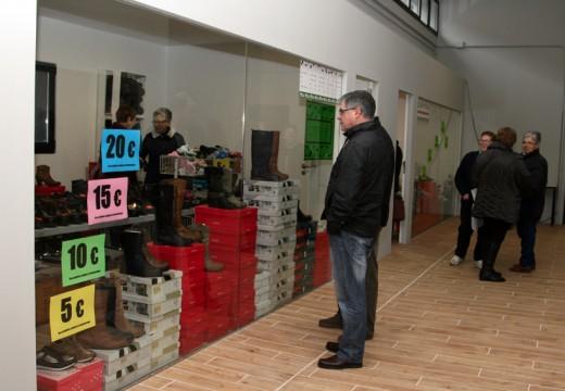 Público e comerciantes mostran a súa satisfacción pola I Feira de Oportunidades de Ordes