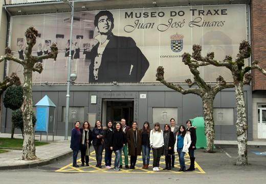 O Museo do Traxe Juanjo Liñares convértese en aula de formación para alumnos de confección e patronaxe