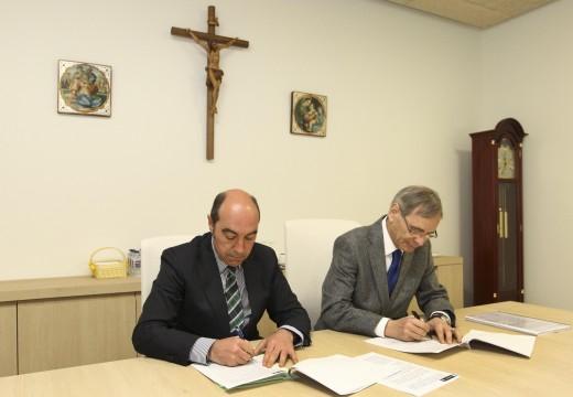 O Concello asina un convenio de colaboración con Padre Rubinos para a recollida e xestión de roupa usada