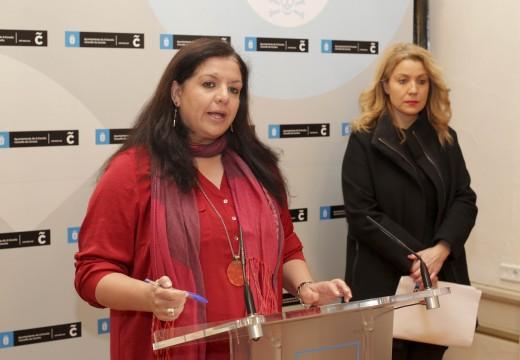 Luisa Cid presenta a memoria da OMIC que durante 2014 tramitou 1.280 reclamacións e atendeu unha media de 1.500 consultas ao mes