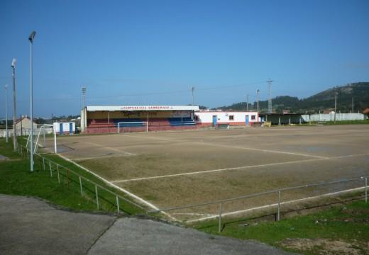 O concello recibirá en cesión o campo de fútbol de Carreira co compromiso de dotar ao terreo de xogo de céspede artificial