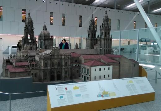 Turismo de Galicia instala no Aeroporto de Lavacolla unha maqueta da Catedral de Santiago