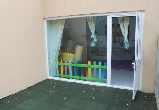 O Concello de Brión habilita un novo patio exterior na escola infantil dos Ánxeles