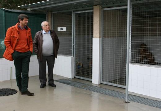 Manuel Regos visitou 'Segunda oportunidad', o centro de acollida de animais abandonados do Concello