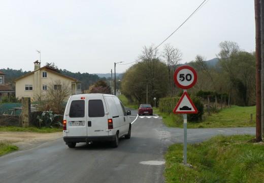 O Concello de Brión instalou redutores de velocidade na estrada entre Cirro e Gándara