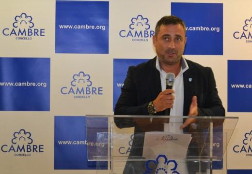 Cambre homenaxea a Roberto Naveira