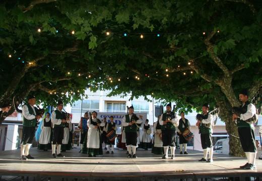 Música, baile e tradición galega e asturiana conxugáronse no Encontro Folclórico celebrado na Vila de Ordes