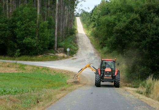 A un mes dende a súa posta en marcha a desbrozadora municipal leva traballado en máis de 50 quilómetros