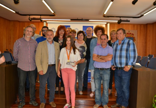 Cambre homenaxea á ximnasta Irene Ferreiro polo seu ouro no Campionato de España