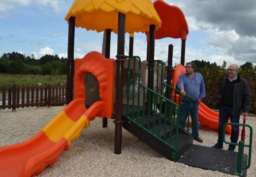 A Concellaría de Obras e Servizos renova os parques infantís dá Pitona en Brexo e o de Miguel Ángel Blanco no Temle