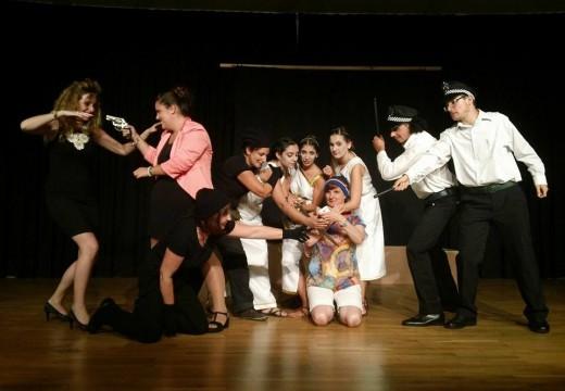 Tastarabás Teatro estrea a súa obra 'As 3 Gracias' na Casa da Cultura de Lousame, ateigada de público