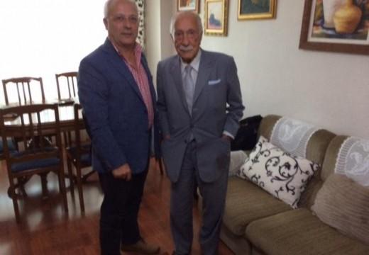 O alcalde de Oroso resalta a relevancia de recuperar a memoria histórica despois de reunirse con Darío Rivas