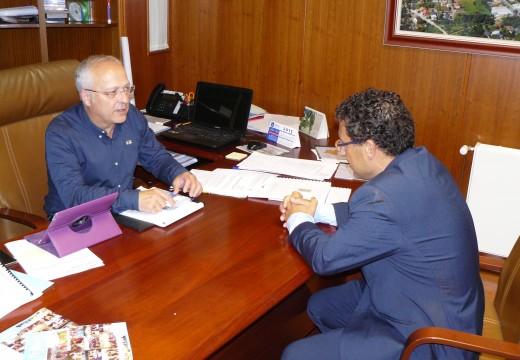 O Concello de Oroso estuda ofrecer asesoramento sobre instalacións eléctricas para os establecementos do municipio