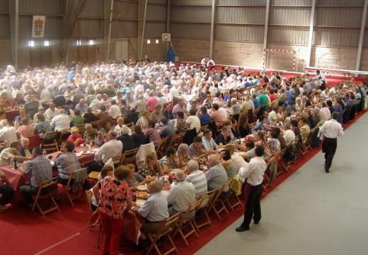 Medio milleiro de persoas participaron este domingo na Festa dos Maiores de Brión