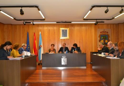 O pleno aproba o modificativo de crédito para facer fronte ás obras da piscina da Barcala