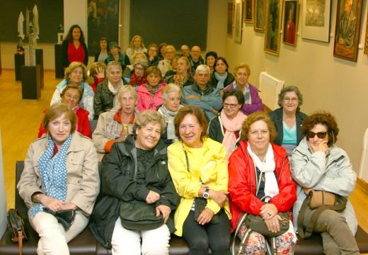 O Museo do Traxe recibe a visita dun grupo de turistas madrileños