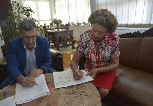 Concello e Renacer asinan un convenio de prevención de drogas que se traducirá nunhas xornadas e unha guía didáctica