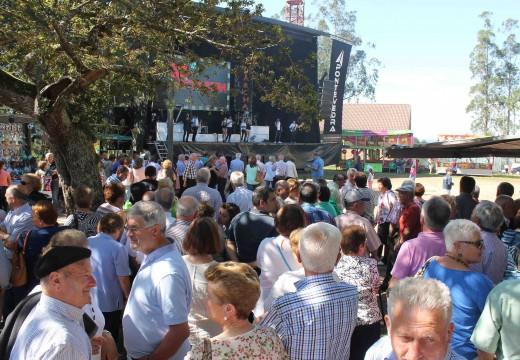 Máis de 700 veciños e veciñas de Frades celebran a Festa de San Miguel