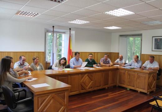O pleno municipal de Frades aproba a Conta Xeral de 2014, que recolle un remanente de tesourería de máis de 73.000 euros