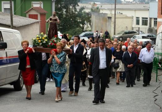 """O alcalde de Ordes alaba """"o poder de convocatoria das nosas festas"""" no barrio do Piñeiro"""
