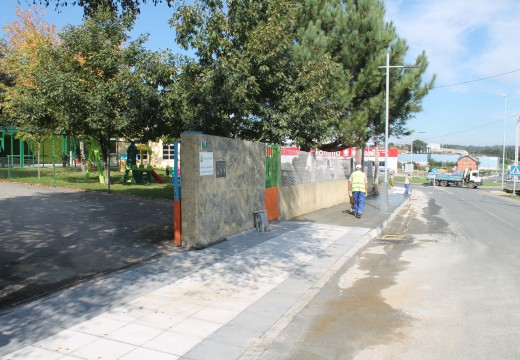 O Concello de Oroso inviste 60.000€ en construír beirarrúas e instalar alumeado público nos accesos á gardería da Ulloa
