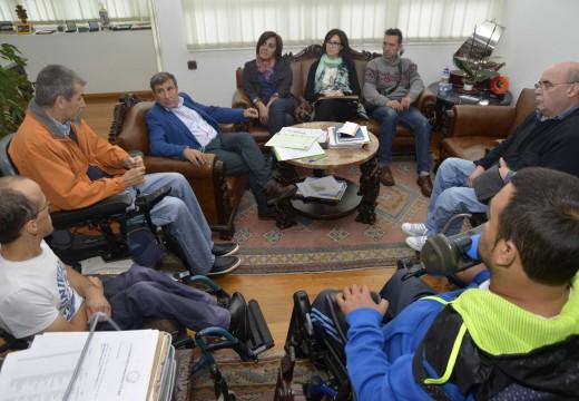 Riveira dá luz verde á elaboración dun Plan Municipal de accesibilidade universal, o primeiro da Comarca do Barbanza