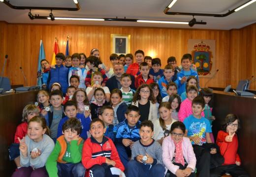 Preto de 70 escolares do CEIP de Lema participan nun pleno infantil