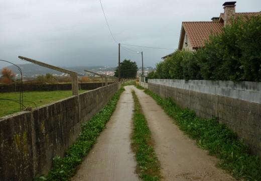 Adxudicación provisional dunha obra para a pavimentación e renovación de servizos nun camiño da cerca en Aguiño