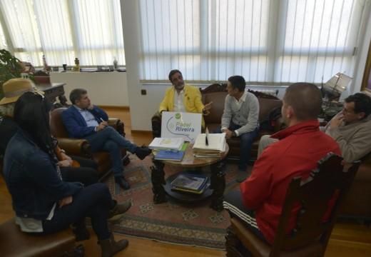 O alcalde recibe á nova xunta directiva do Club Deportivo de Pádel Riveira
