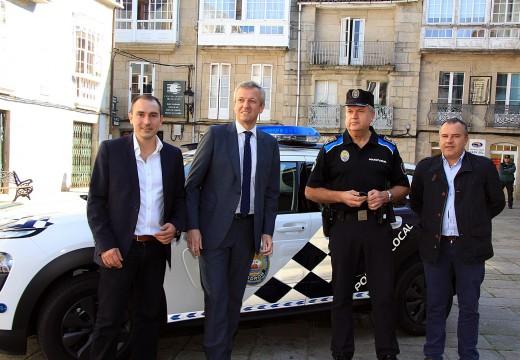 A Xunta entrega un novo vehículo de Policía Local ao concello de Padrón