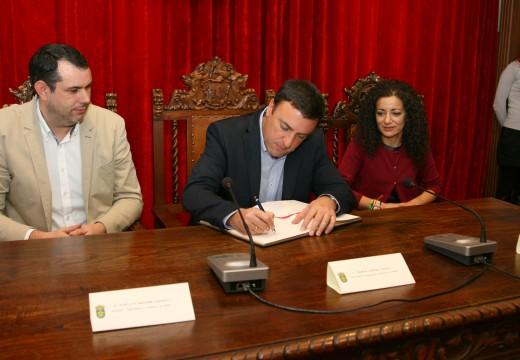 O presidente da Deputación da Coruña vista por primeira vez Ordes e manifesta a súa intención de incrementar nun futuro  as dotacións económicas para o concello
