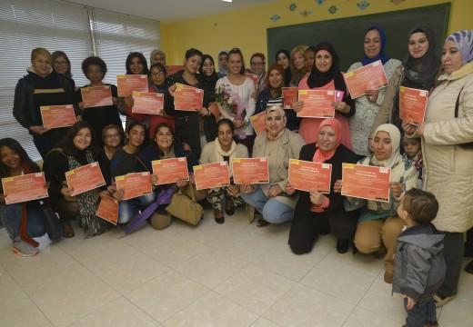 Trinta mulleres aprenderon sobre servizo doméstico nun curso ofrecido en Riveira pola Fundación Humanismo e Democracia