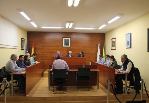 O Pleno de Oroso aproba unha redución do 0,9% nas taxas polo subministro de auga e polo servizo de sumidoiros