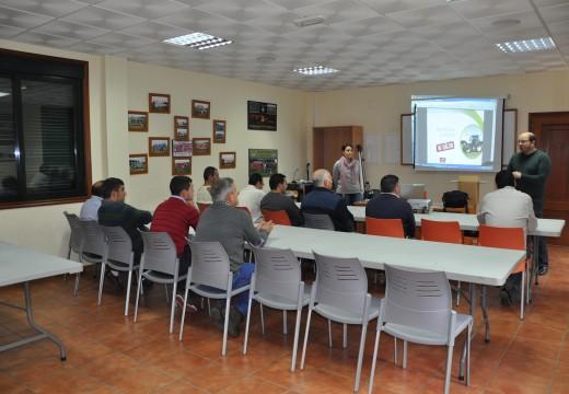 Veciños de Frades comezaron un curso gratuíto de prevención de riscos laborais no manexo de maquinaria agrícola