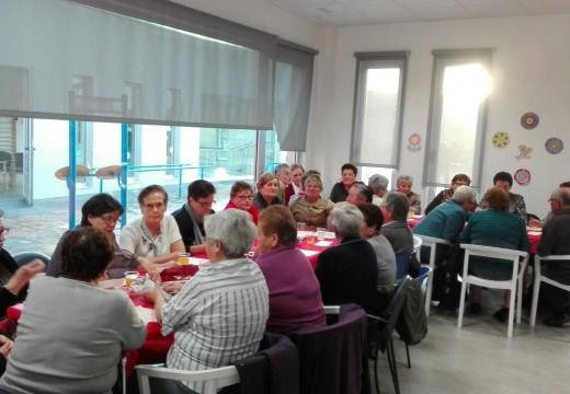 Máis de sesenta maiores disfrutaron do Magosto do Centro de Día de Lousame