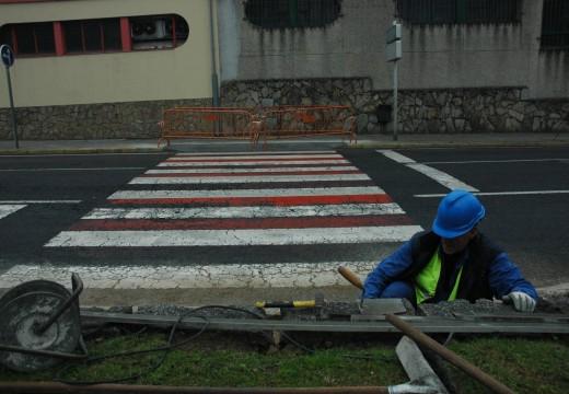 A Brigada Municipal de Obras continúa mellorando a accesibilidade de Riveira