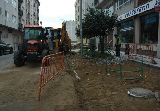 O brigada de obras de Riveira inicia os traballos de ampliación e remodelación de beirarrúas na rúa Agustín Fernández Oujo