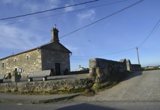Adxudicada á mellora da contorna da Capela da Guía na parroquia de Carreira
