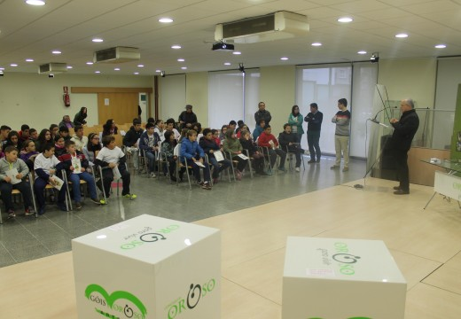 """Medio cento de nenos e nenas do CEIP Oroso participaron nos """"Días Verdes de Oroso"""""""