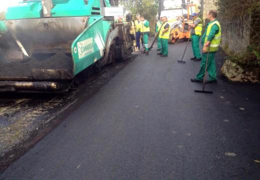 En marcha os traballos para pavimentar tres rúas da localidade de Palmeira
