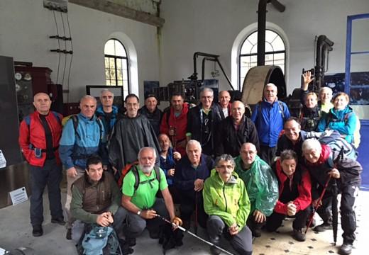 Un grupo de 22 sendeiristas de Vigo realizou unha visita ás minas de San Finx