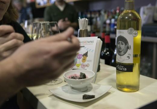 Os clientes poden gañar premios interactuando nas redes sociais do Santiago(é)Tapas, que vive a súa última semana