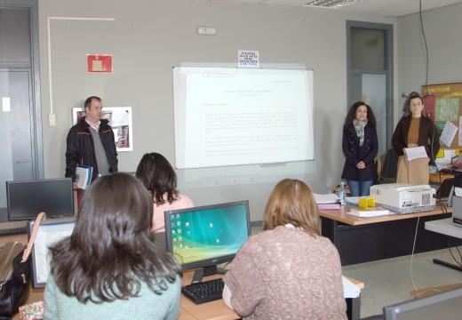 Susana García clausura o curso 'Creación de microempresas' e atende as suxestións do alumnado