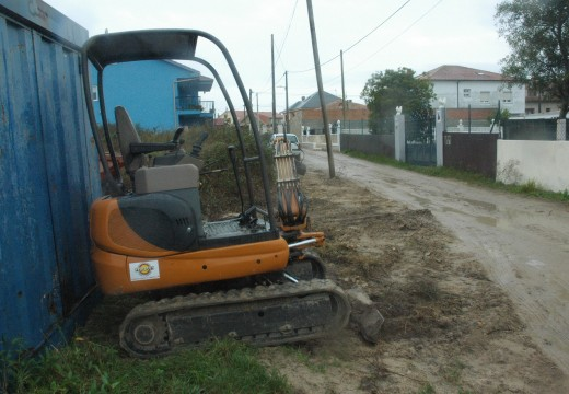 Comeza unha nova obra para a pavimentación e renovación de servizos nun camiño da Cerca en Aguiño