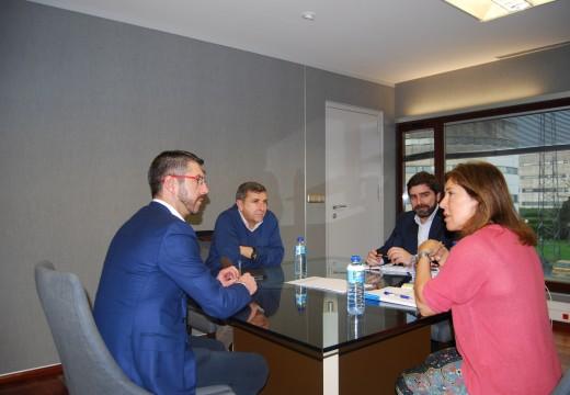 Os alcaldes do Son e Riveira trasladan á nova conselleira de Medio Ambiente as necesidades dos concellos veciños