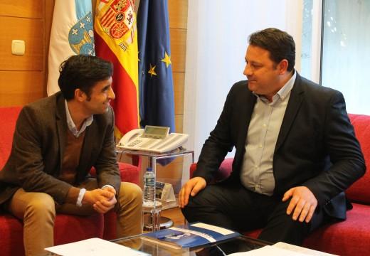 O alcalde de Frades e o conselleiro de Política Territorial estudan vías de colaboración para mellorar a prestación de servizos
