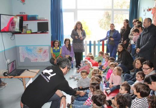Os meniños da gardería municipal de Brión conectan por videoconferencia con Papá Noel