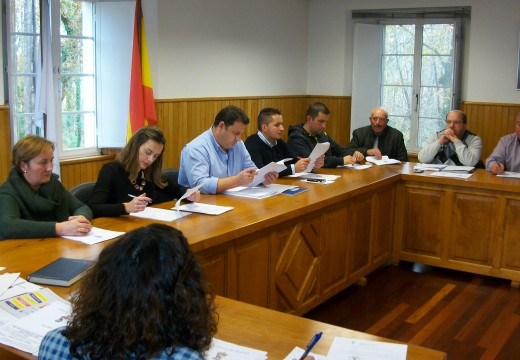 O pleno de Frades aproba máis de 422.000 euros en investimentos en infraestruturas e equipamentos municipais