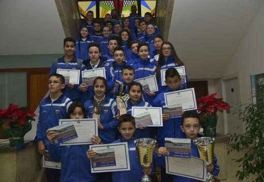 Recepción do Natural Sport no salón de plenos do concello de Riveira